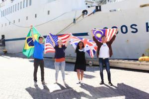 Logos Hope laivalta vieraita! Huomioi paikka, Kristillinen koulu. @ Kristillinen koulu